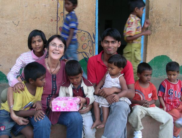 Picture of volunteer with the children at the orphanage