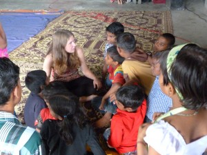 Picture of Emma the volunteer and the children